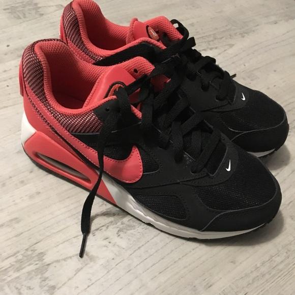 free shipping eb31e 1a06e Big kids Nike AirMax youth size 4.5